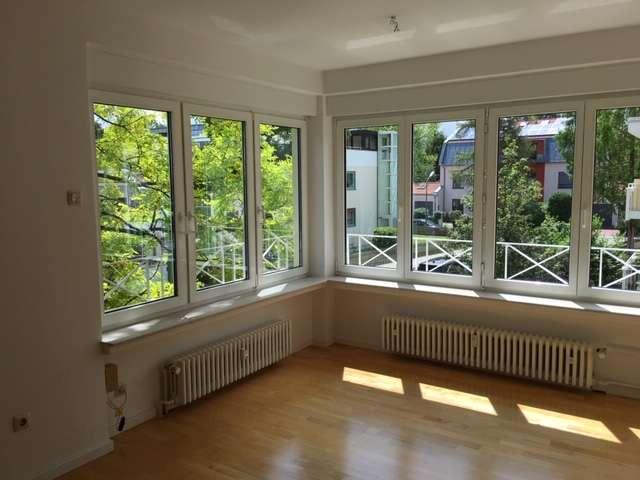Erstbezug nach Sanierung mit EBK und Loggia: attraktive 3,5-Zimmer-Wohnung in Obermenzing, München