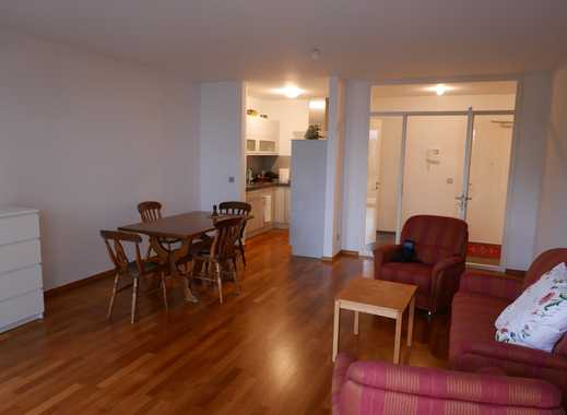 Schöne zentrale moderne 2,5 Zimmer-Wohnung mit Terrasse und Stellplatz