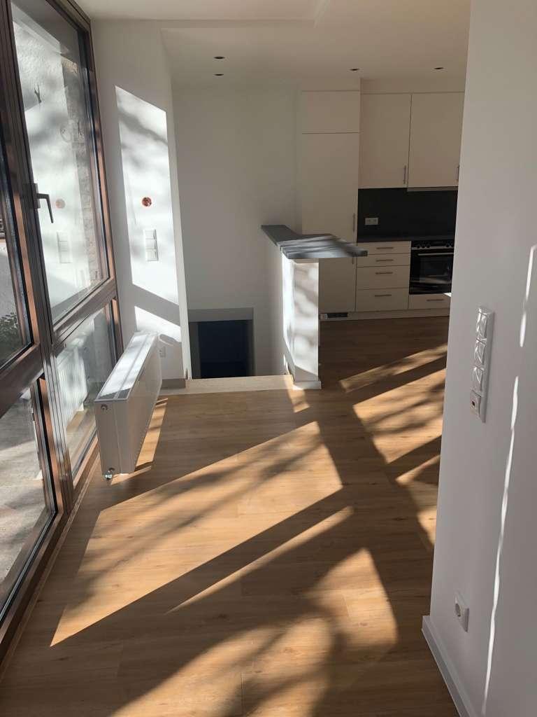 Renovierte 2-Zimmer-Wohnung mit Terrasse und Gartenmitbenutzung in Moosach