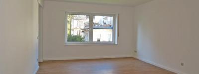 Renovierte und helle 3 Zimmer-Wohnung mit EBK, 2 Bädern, Westbalkon u. Tiefgarage in B.O-Zentrum