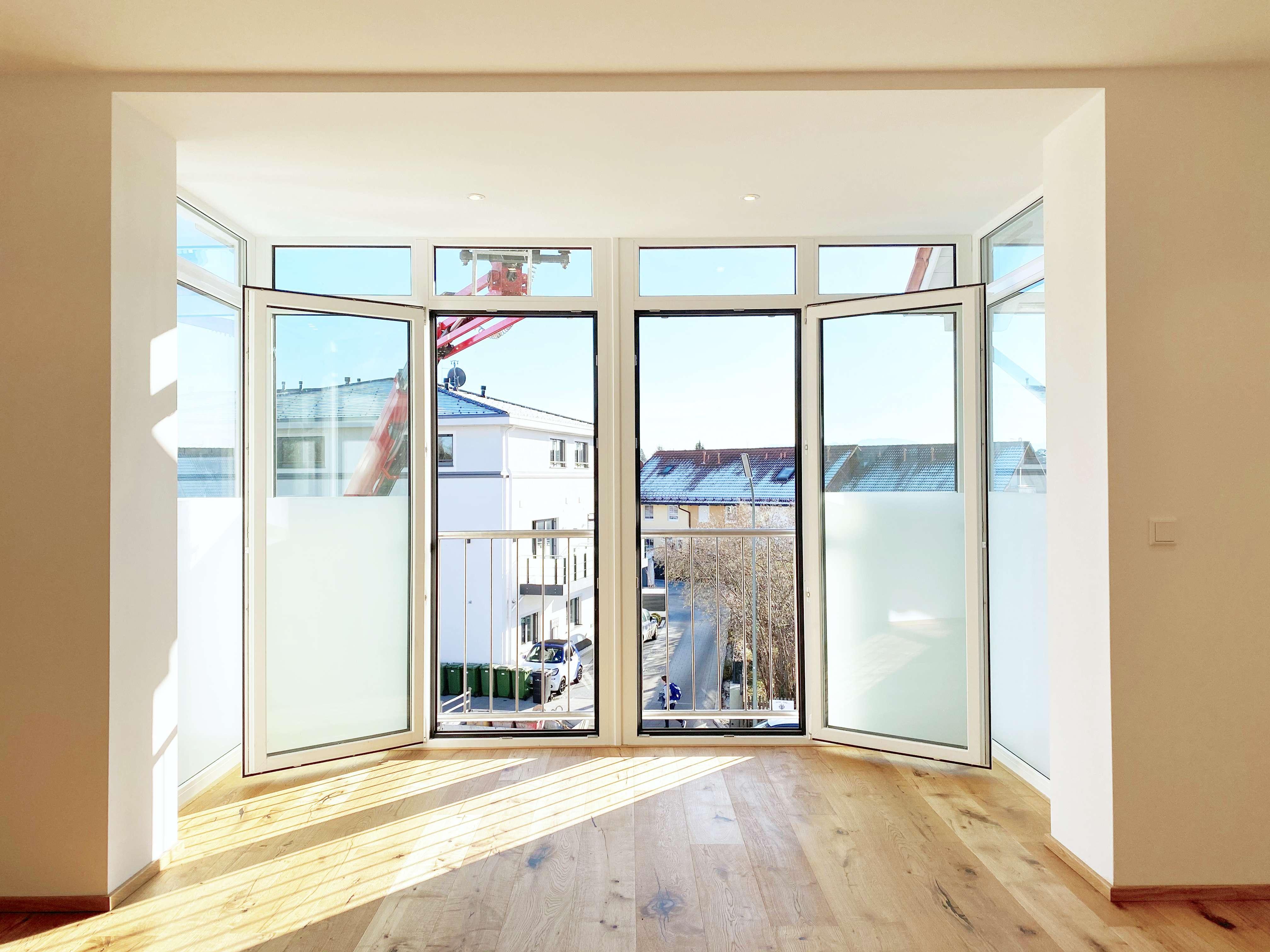 Attraktive Wohnung mit Eichenparkett, verglaster Loggia und zwei Schlafzimmern in