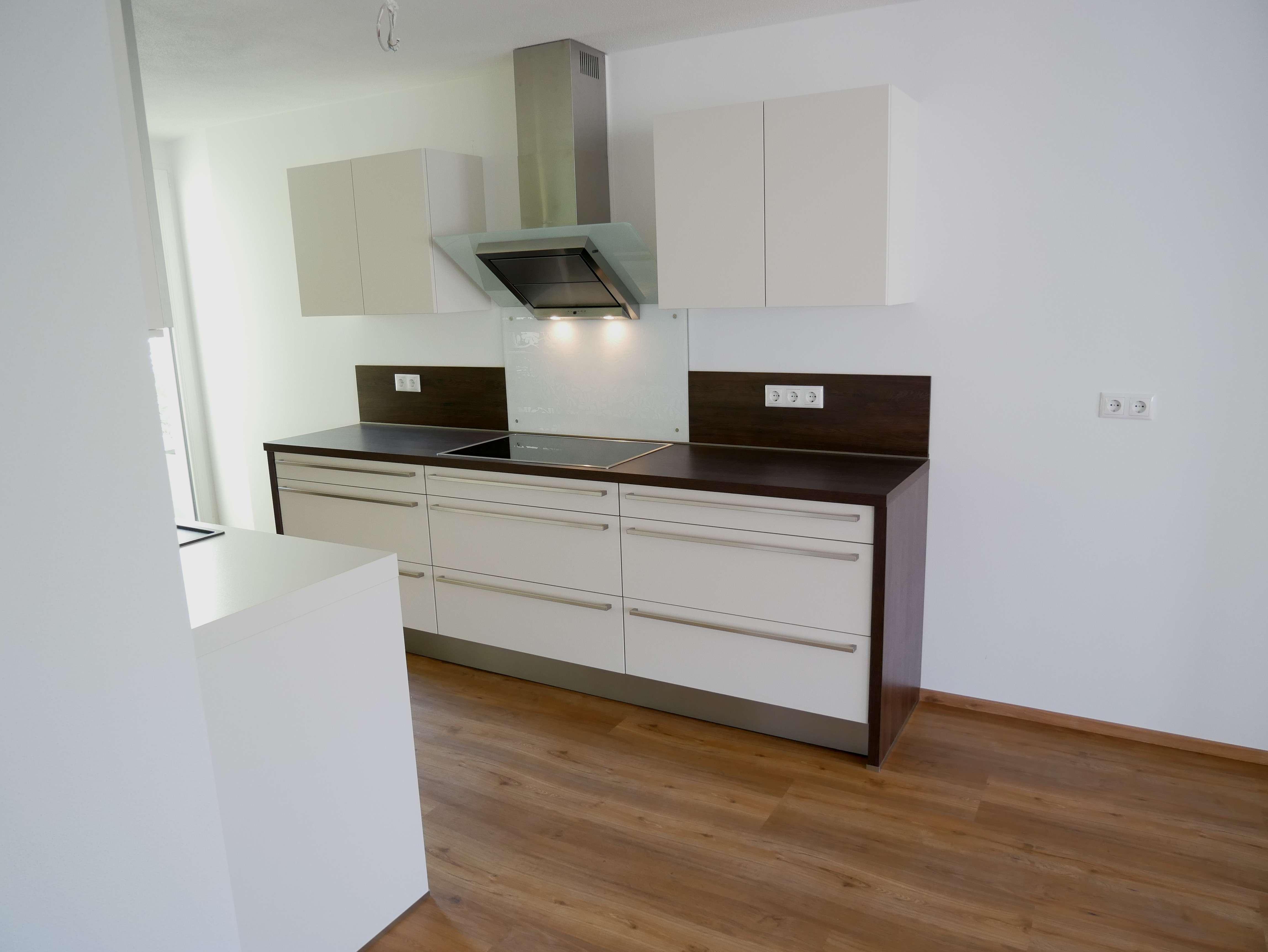 *komplett saniert* - hochwertige 4 Zimmer Wohnung mit Terrasse