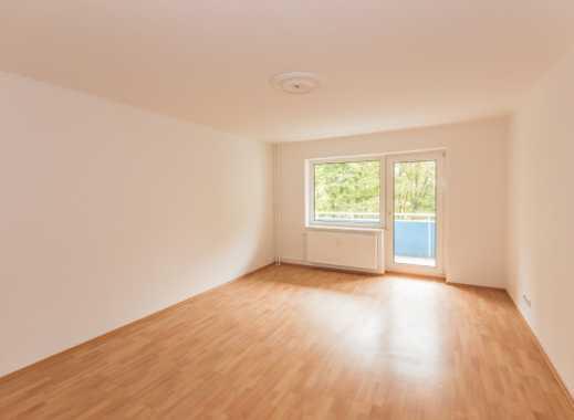 Helle 3-Raum-Wohnung mit Balkon - Erstbezug nach Sanierung!