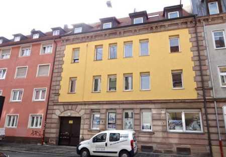 Sanierte Wohnung mit zweieinhalb Zimmern und Einbauküche in Nürnberg in Steinbühl (Nürnberg)