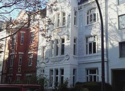 Exklusive, sanierte 4-Zimmer-Terrassenwohnung mit Balkon und Einbauküche in Neuehrenfeld auch für WG