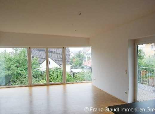 Exklusive 3 Zimmer-Wohnung mit großem Balkon in trendigem 4 Fam.-Haus