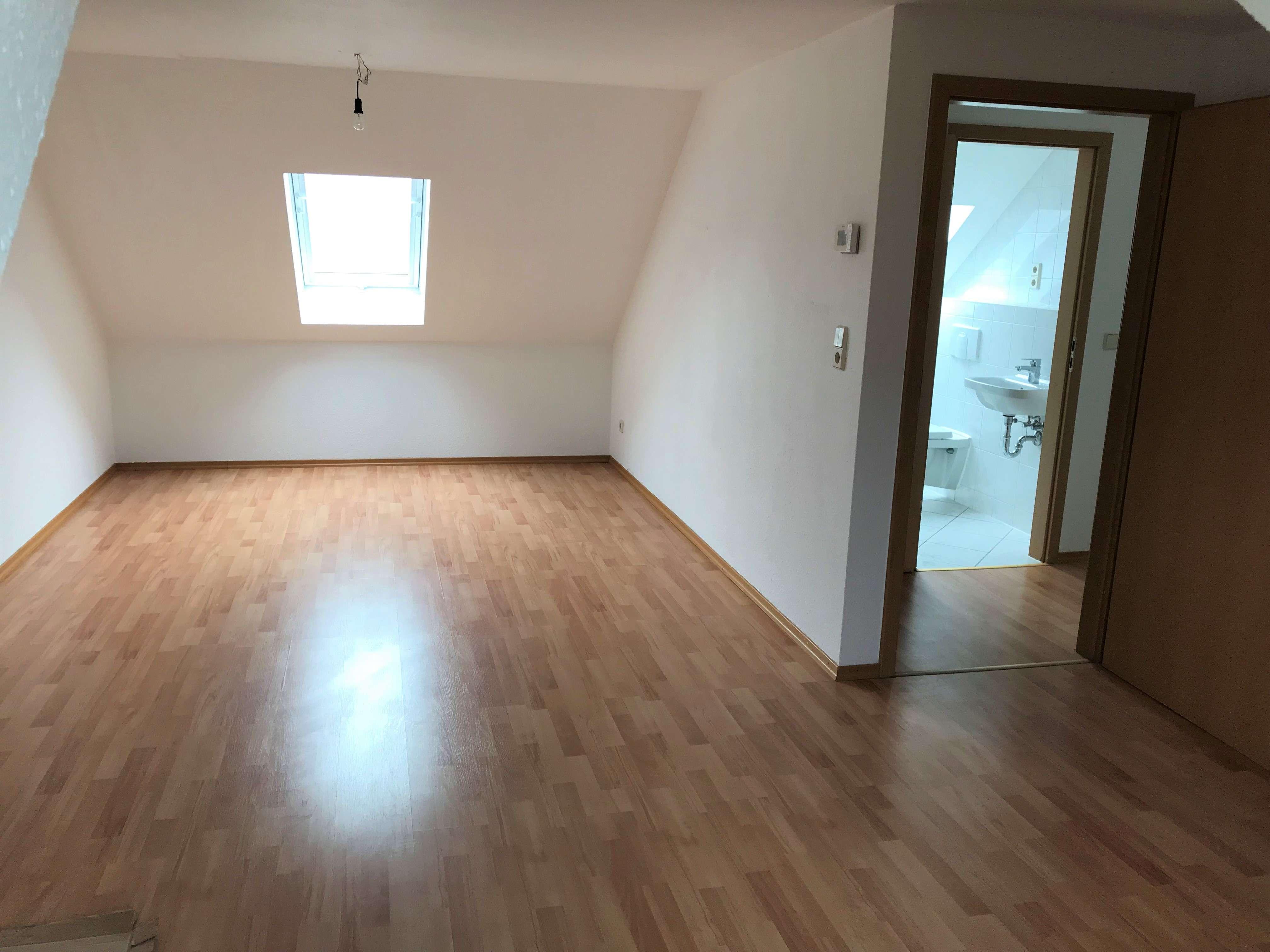 Modernisierte 2-Zimmer-Dachgeschosswohnung mit EBK in Regensburg - reserviert -