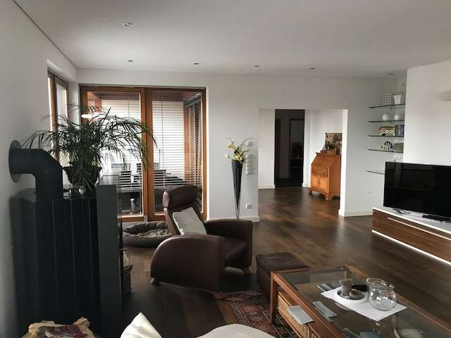 Traumhafte 4,5 ZKB Penthouse-Wohnung in Top-Lage von Göggingen in Göggingen