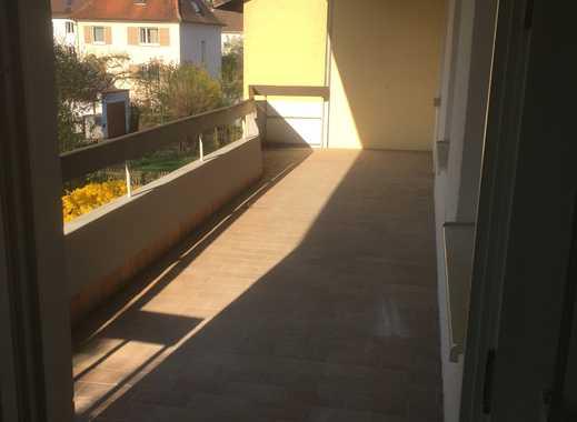 Erstbezug: Sanierte 4-Zimmer Wohnung mit Balkon in Top-Lage in Neubauzustand WE05
