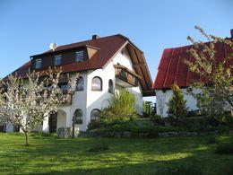 Wohnhaus m. Nebengebäude