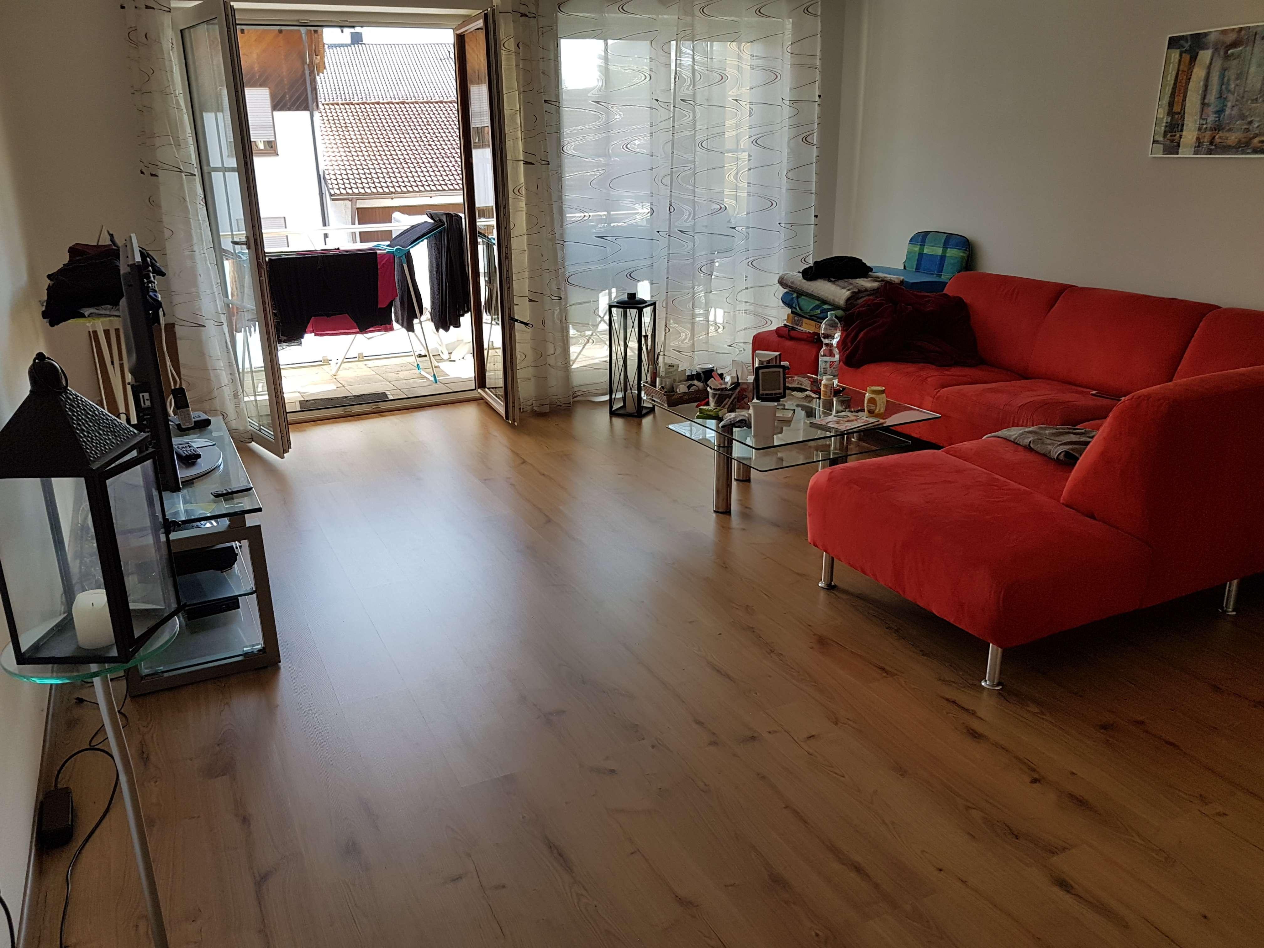 Moderne Wohnung mit offener Küche und Balkon
