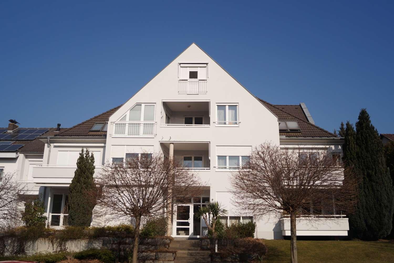Exklusive Erdgeschoss-Wohnung mit Terrasse und Gartenanteil in stilvollem Mehrfamilienhaus