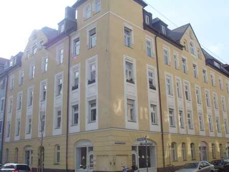 Attraktive & gut geschnittene 2-Zimmer-Altbauwohnung mit offene Küche in NEUHAUSEN (Schulstraße) in Neuhausen (München)