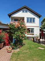 Freistehendes Haus mit Garten und