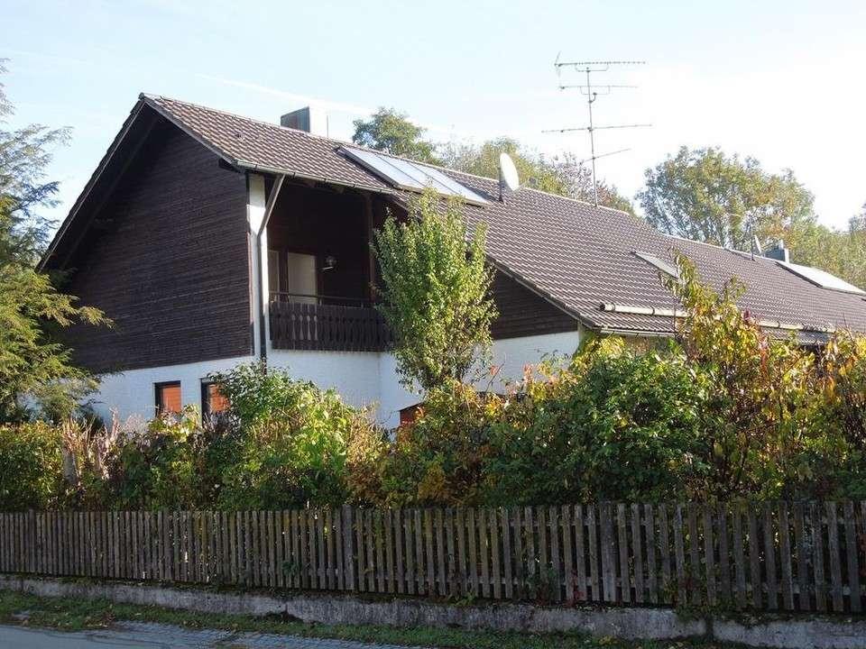 KAINZ-IMMO.DE - Großzügige 2-Zimmer-DG-Wohnung in 84435 Lengdorf-Obergeislbach in