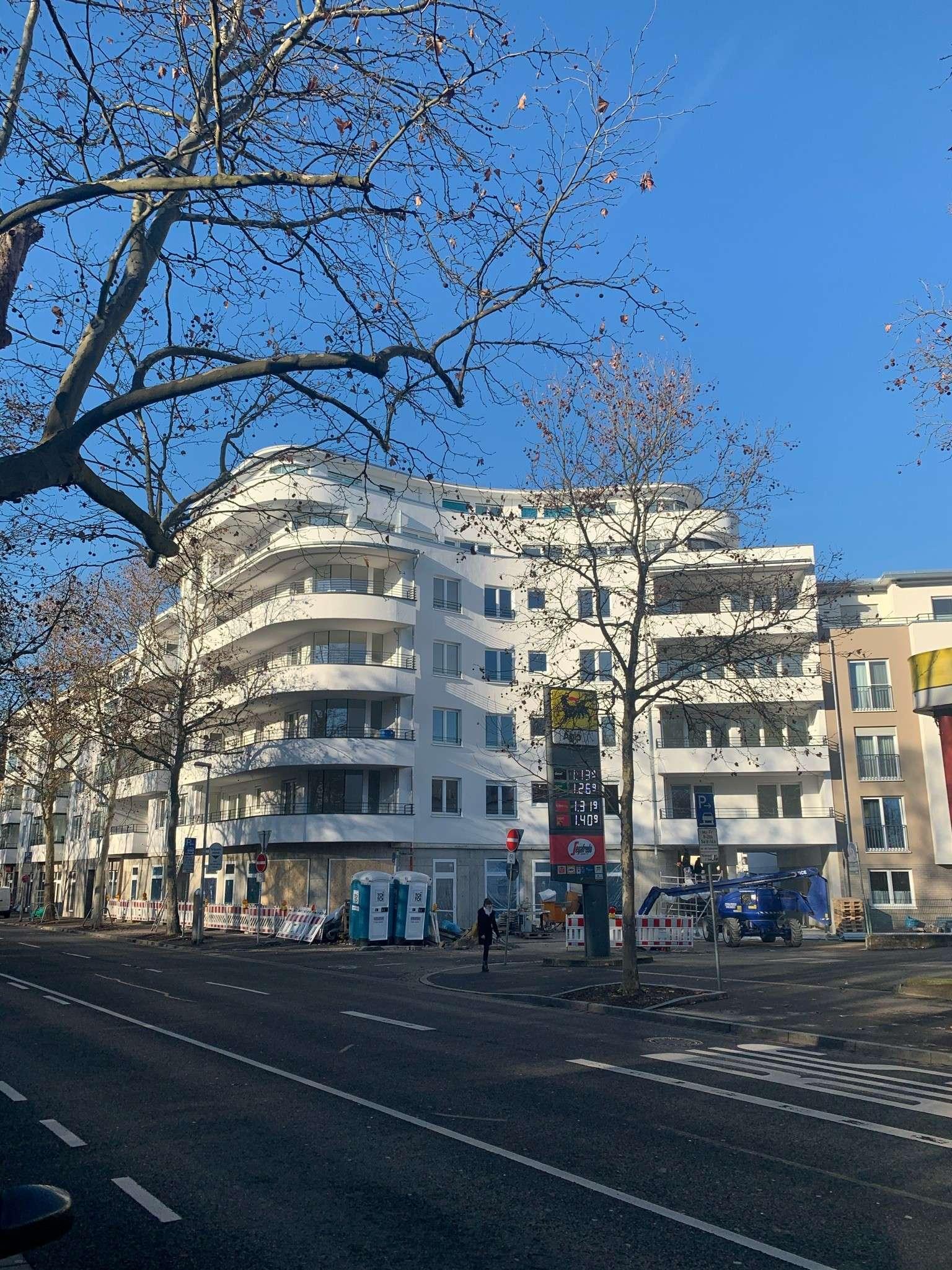 ERSTBEZUG - Exklusive 3-Zi.-Wohnung m. verglaster Loggia in bester Innenstadtlage am Park Schöntal! in