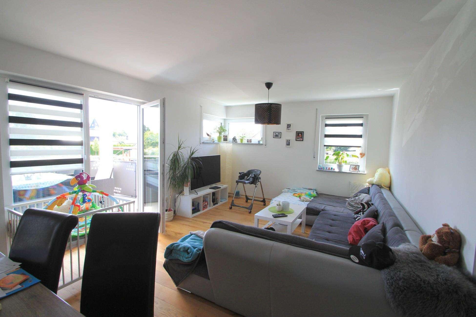 Neuwertige 3-Zimmerwohnung mit Carport in