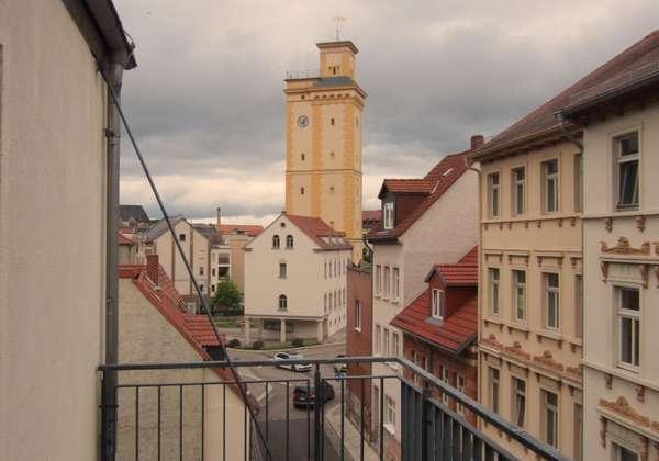 Schöne helle 2 Zimmerwohnung mit Balkon und neuem Laminat mitten im Zentrum!