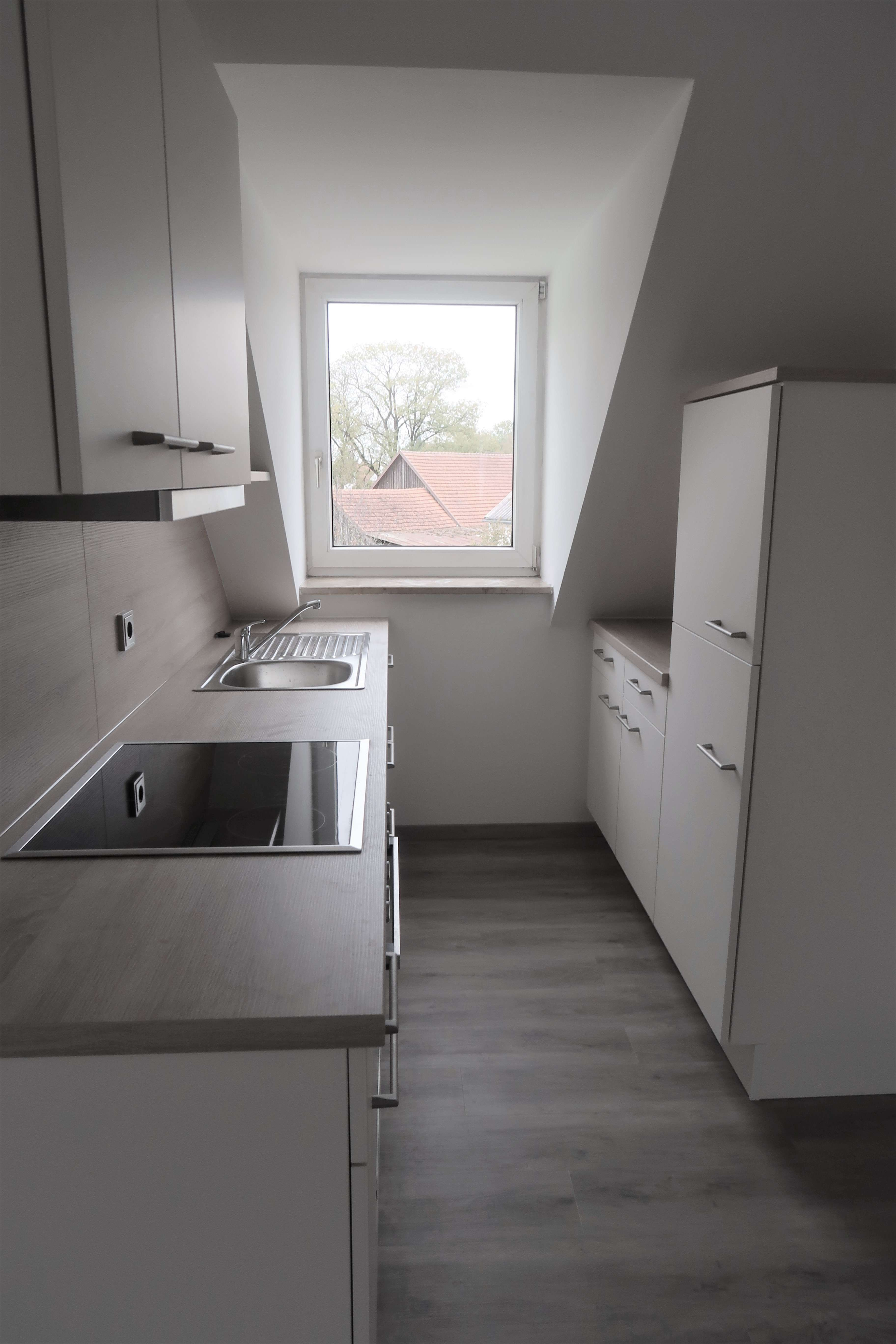 Erstbezug nach Sanierung mit EBK: 3-Zimmer-DG-Wohnung nähe Garching, WG möglich in Eching (Freising)