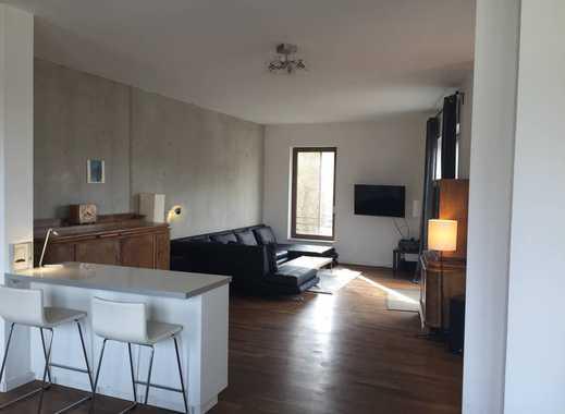 Große, helle, ruhige Wohnung mit 30 m² Dachterrasse. 800 m² großer Gemeinschaftsgarten. Ruhige Lage.
