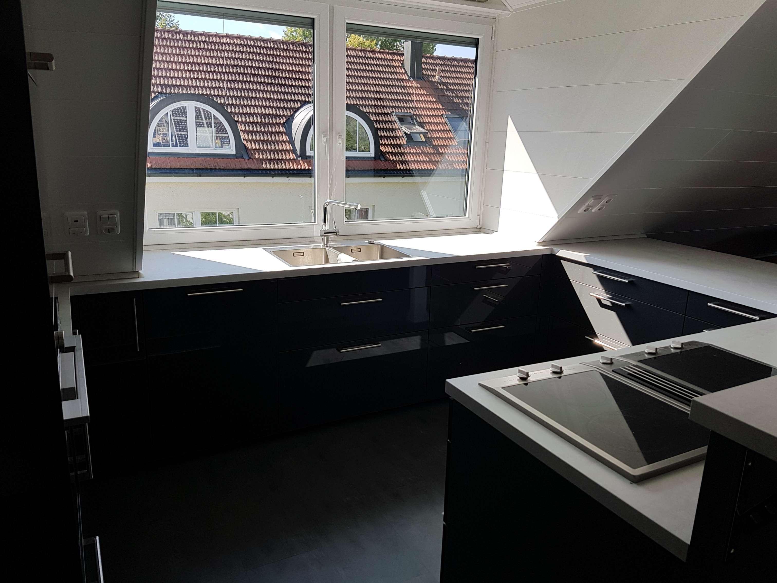 Möblierte stilvolle, geräumige und neuwertige 2-Zimmer-DG-Wohnung mit EBK in Perlach, München in Perlach (München)