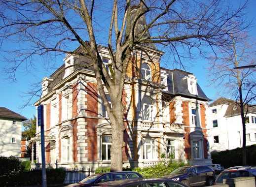 Villenviertel: Große Dachgeschosswohnung in herrschaftlichem Altbau