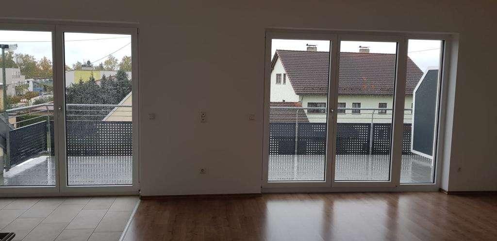 Schöne, helle 3 Zimmer Wohnung in Königsbrunn zu vermieten.