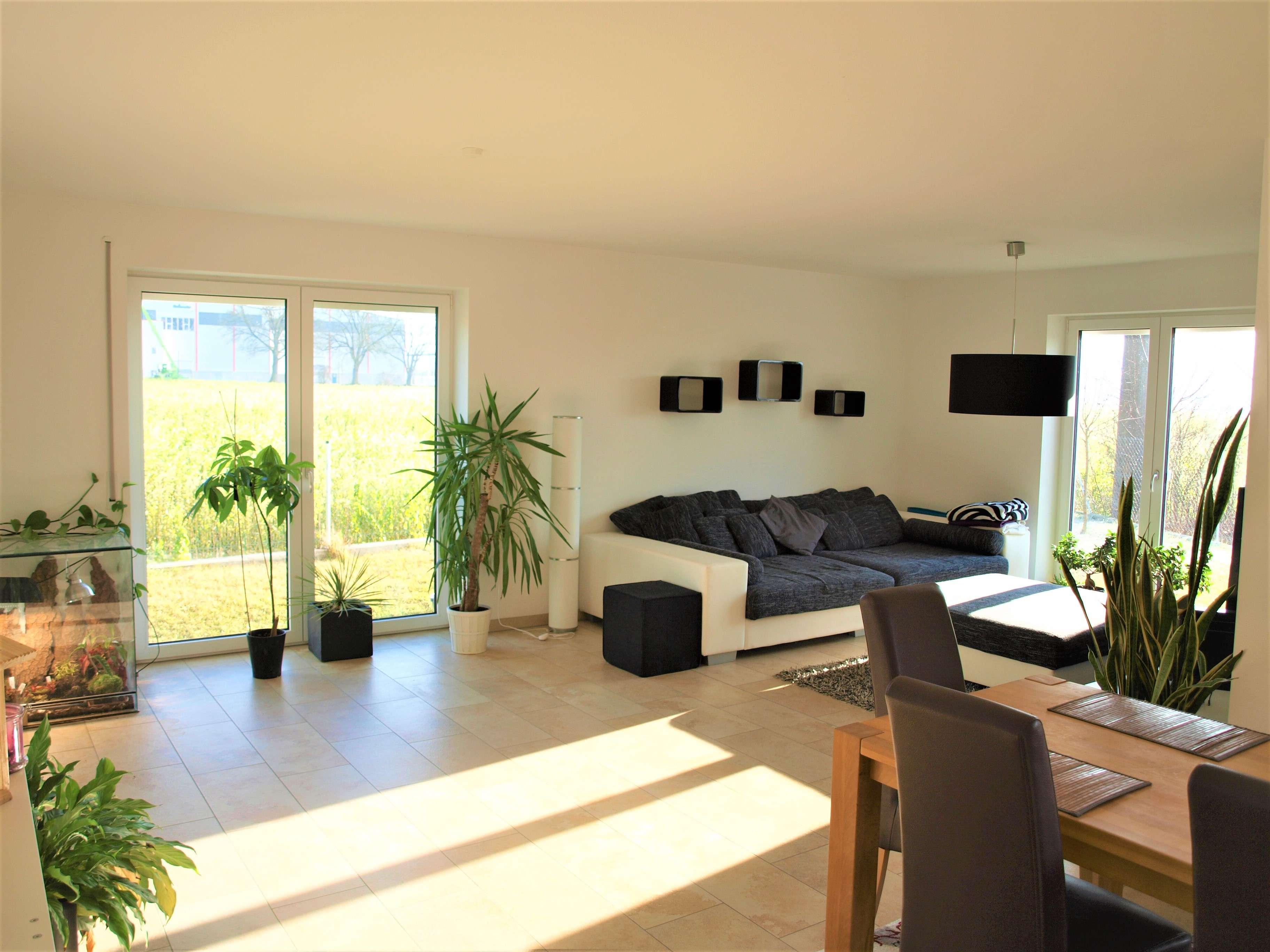 Sofort bezugsfrei! Sehr gepflegte und großzügige 2-Zimmer-EG-Wohnung - top Ausstattung! in