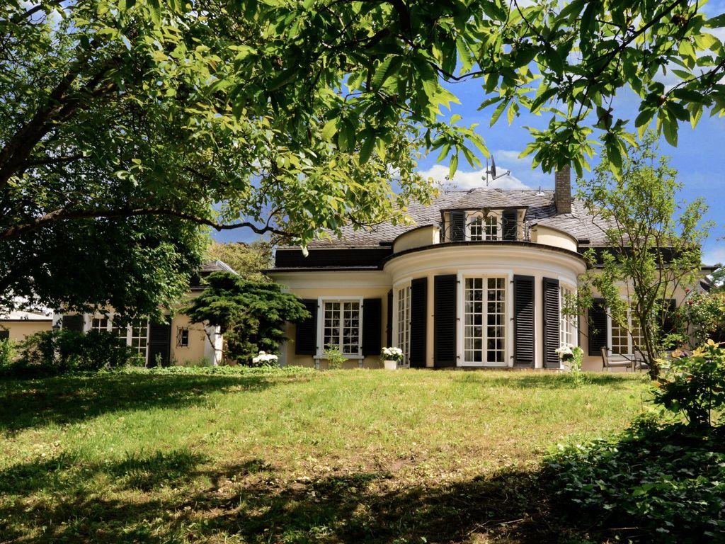 Villa von der Gartenseite