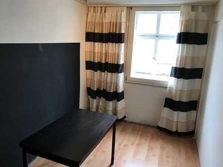 Helles, geräumiges Zimmer in gepflegter WG-Wohnung - zentrale Innenstadtlage  in Coburg-Zentrum (Coburg)