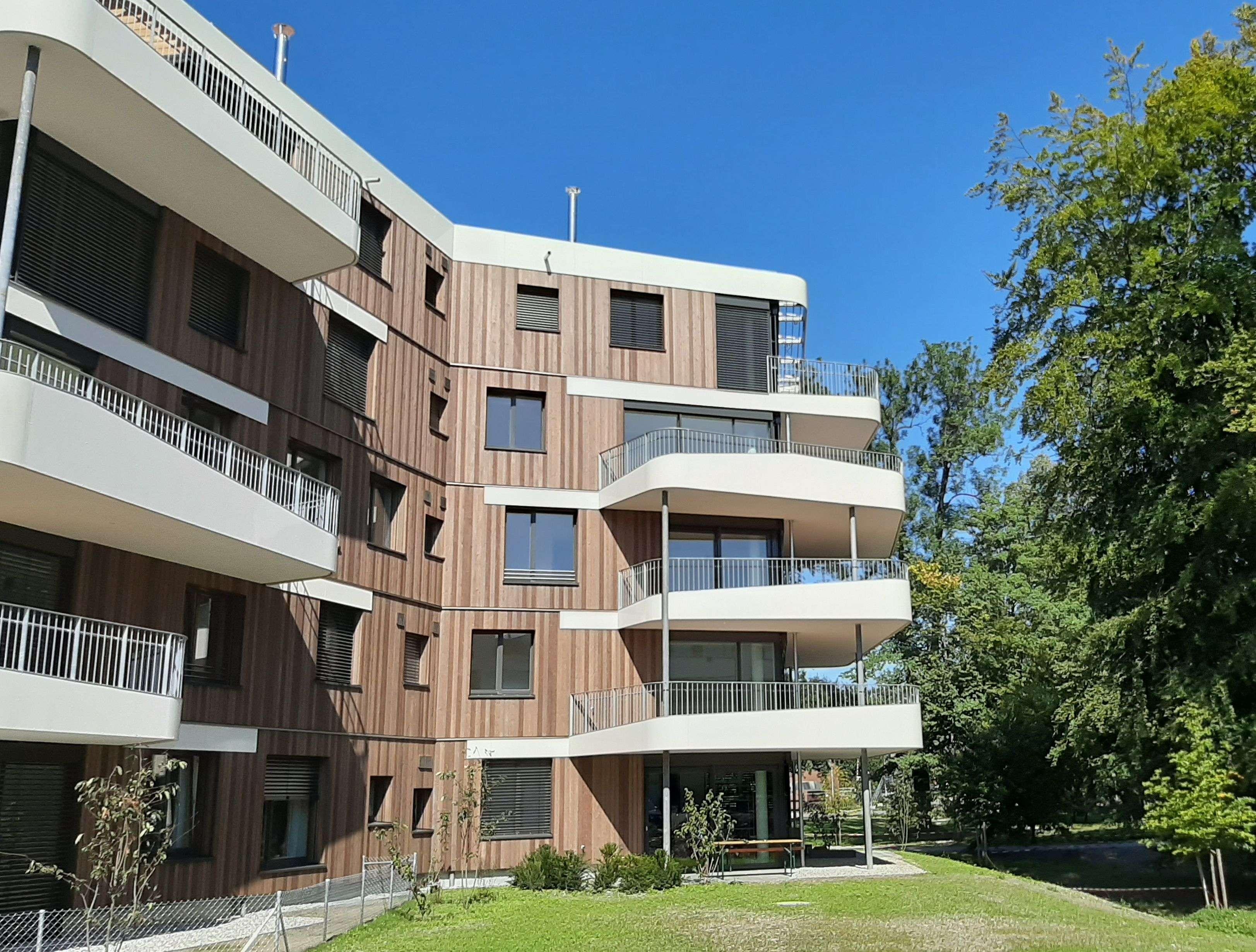 ERSTBEZUG - Lichtdurchflutete 3 Zi-Parkwohnung mit großem Balkon in Kolbermoor