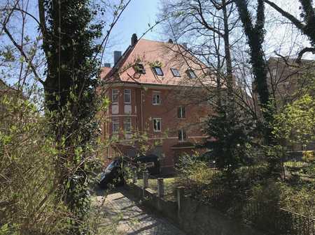 Erstbezug: Lichtdurchflutete  2-Zimmer-Dachgeschosswohnung mit Einbauküche in Augsburg in Augsburg-Innenstadt