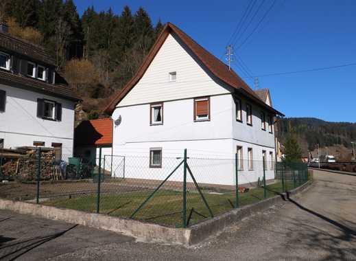 Freundliches Einfamilienhaus am Bachlauf mit 2 Garagen und Garten in Alpirsbach-Rötenbach