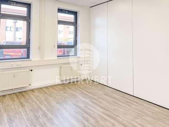 Büro mit Trennwand
