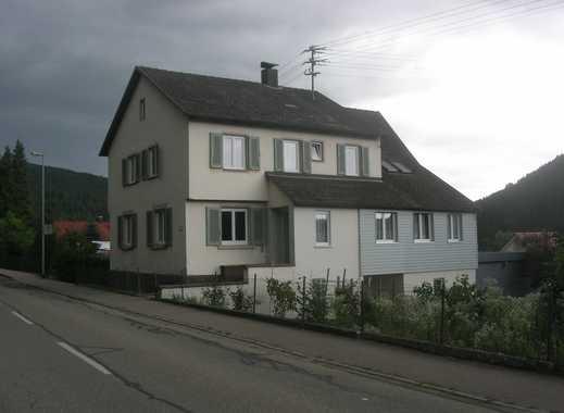 Wohnhaus mit viel Wohnfläche und Apartment auch als Kapitalanlage - Renditeobjekt geeignet.