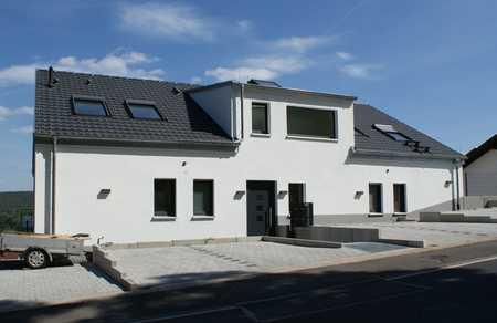 Exklusives Penthouse ...  4-Zi.-Neubauwohnung mit Terrasse/Balkon und fantastischem Ausblick in Obernburg am Main