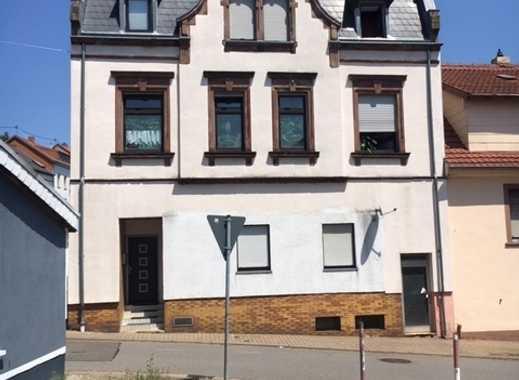 KAPTALANLAGE - 3-Parteien-Wohnhaus mit 9 Garagen in zentraler Lage - guter Zustand - voll vermietet