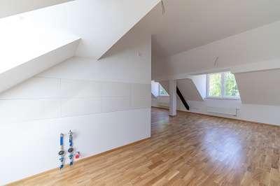Neu ausgebaute 4-Zimmer-Dachgeschoß-Wohnung sucht nette Wohngemeinschaft! AKTION: 1 Grundmiete frei! in Gartenstadt (Nürnberg)