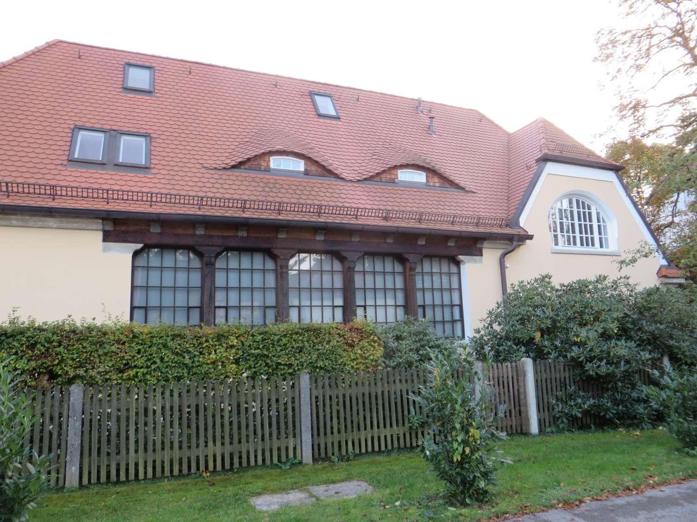 Dachgeschoßwohnung im Anbau eines denkmalgeschützten Jugendstilensembles in Obermenzing (München)