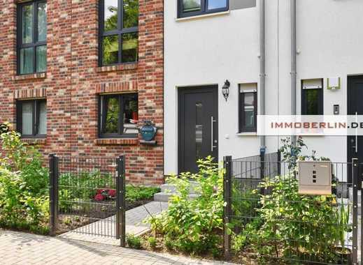 IMMOBERLIN: Toplage! Neuwertiges Townhouse mit Südgarten & -terrasse