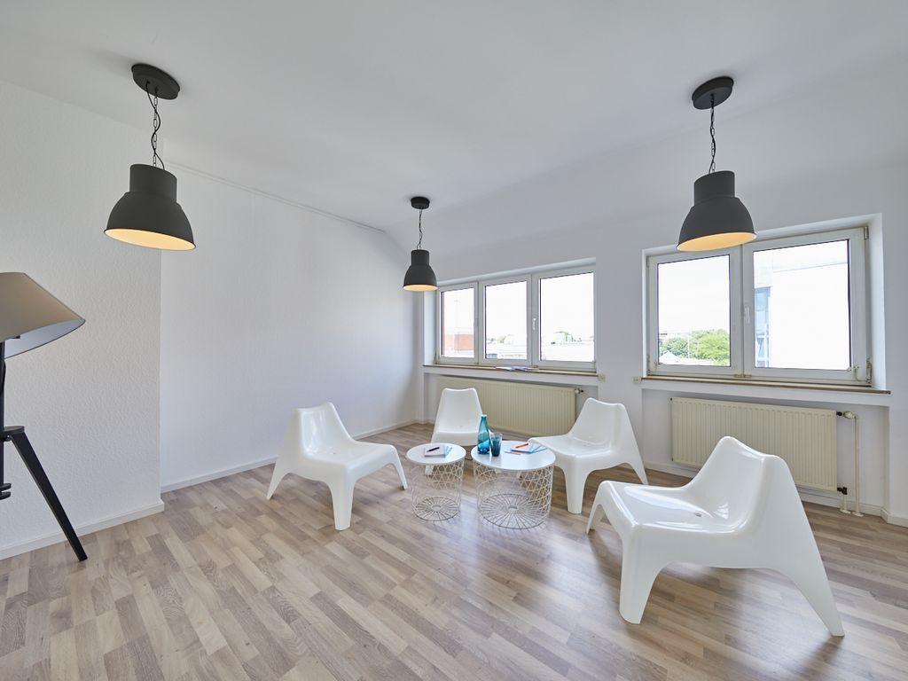 93m gro z gig geschnittene wohnung n he essener hbf mit dem aufzug direkt vor die wohnung. Black Bedroom Furniture Sets. Home Design Ideas
