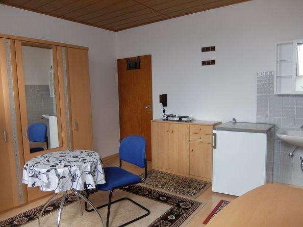 29_WO6427 Helles, möbliertes, ruhiges Zimmer mit Gemeinschaftsbad für Wochenendheimfahrer / Regen... in