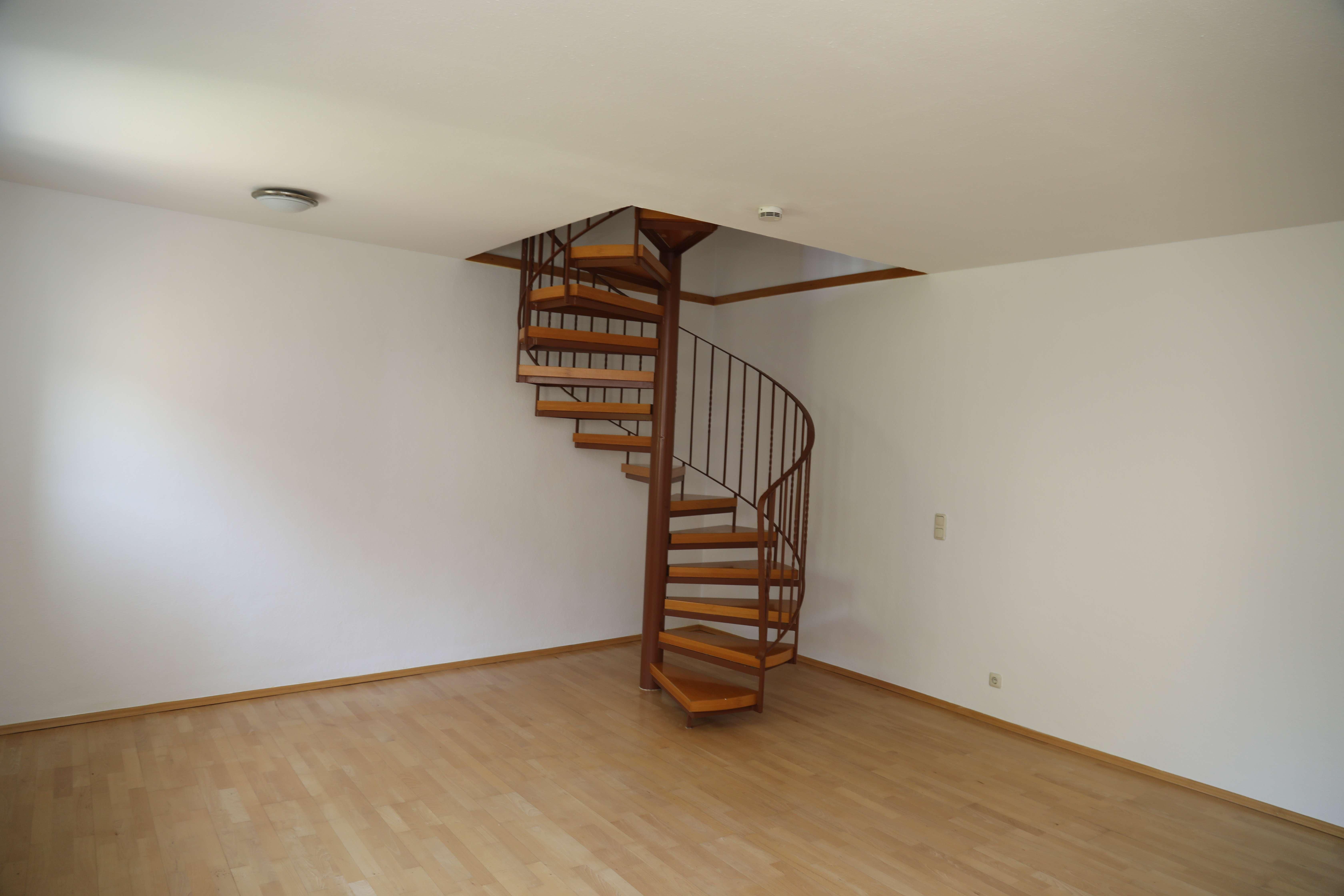 2-Zimmer-Maisonette-Wohnung mit EBK in ruhiger Lage in Höfen