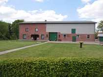 Gepflegtes Bauernhaus mit Hausweide in