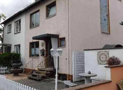 Hassloch - sofort Frei !! Geplegte Doppelhaushälfte mit schönem Garten, Garage und Stellplatz