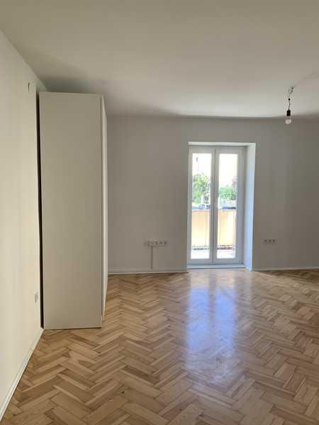 Großes, helles Zimmer in neu renovierter 5-Zimmer Altbau WG in Schwabing (Neugründung) in Schwabing-West (München)