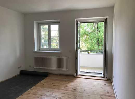 2 Stück !! schöne, ruhige Altbau- Zimmer, Wohnung frisch saniert, in 3er WG an U8