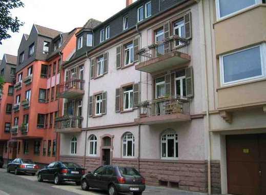 Schöne sanierte 3-Zimmer Altbauwohnung mit Balkon in ruhiger Zentrumslage von privat
