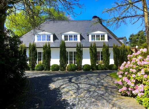 Weiße Villa auf großzügigem Grundstück in Hochkamp