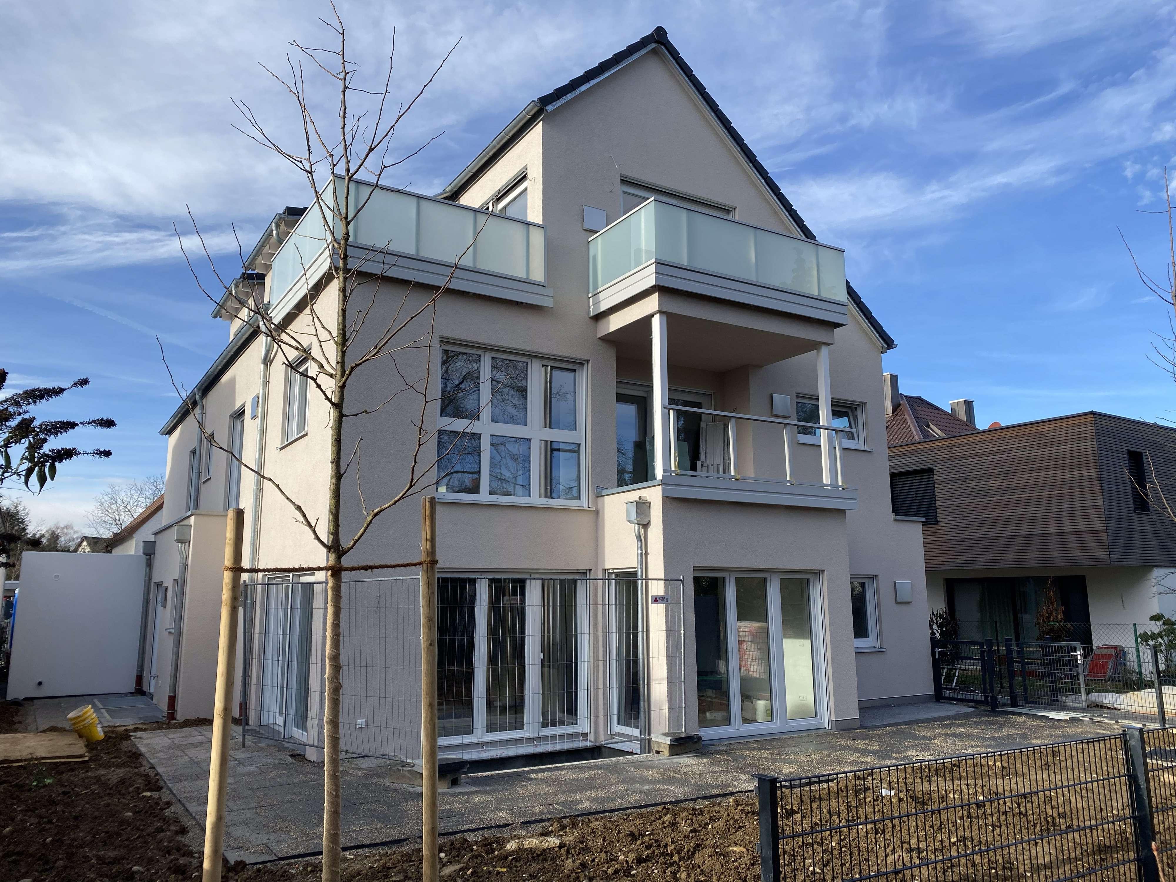 Helle luxuriös ausgestattete Etagenwohnung in ruhiger Einfamilienhausgegend im Münchener Westen in Aubing (München)